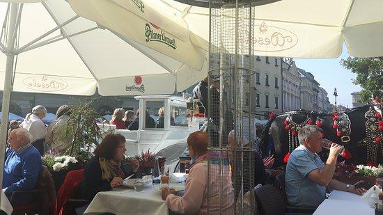 Wesele Restauracja: Pranzo con vista sulla piazza