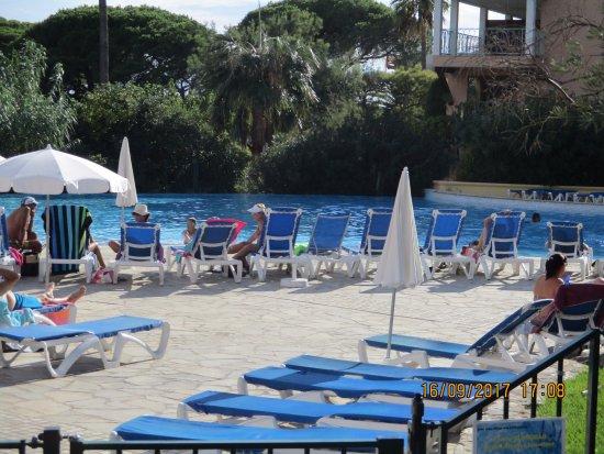 Pierre & Vacances Résidence Les Rivages des Issambres : la piscine de la résidence