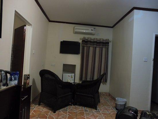 Nata, Botsuana: Comfortable with kettle and barf fridge.