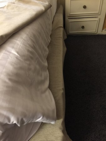 Melia Paris Notre-Dame : matress doesn't fit bed base on right side