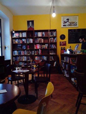 Eleven Books & Coffee: Kaviareň