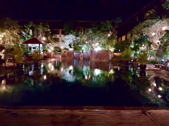 Victoria Angkor Resort & Spa: By night