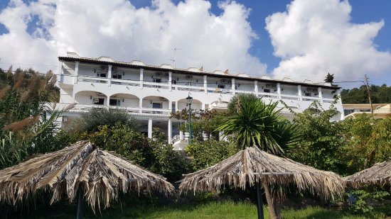 Hotel Kaiser Bridge & Restaurant: Hotel view from beach