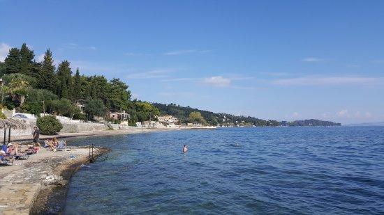 Hotel Kaiser Bridge & Restaurant: Private beach, good snorkeling