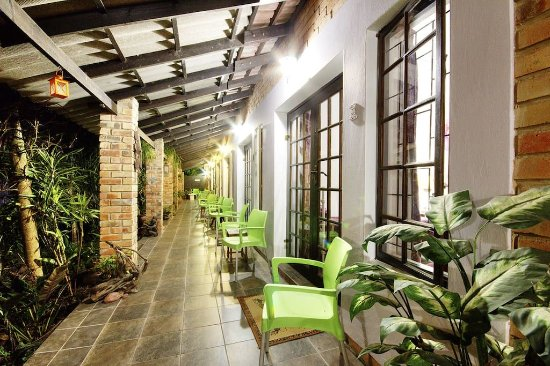 Maputaland Guest House: Passage to Rooms