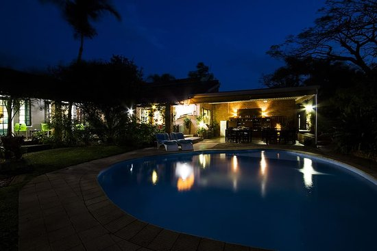 Maputaland Guest House: Pool @ night