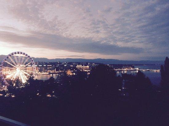 Hotel Metropole Geneve: roof top bar view