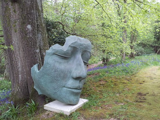 Beau Hannah Peschar Sculpture Garden: Face Off!