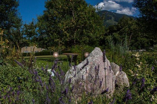 Grossgmain, Austria: Unser Kräutergarten, der zum Entspannen einlädt.