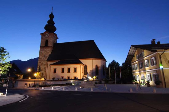 Grossgmain, Austria: Die Kirche im Ort.