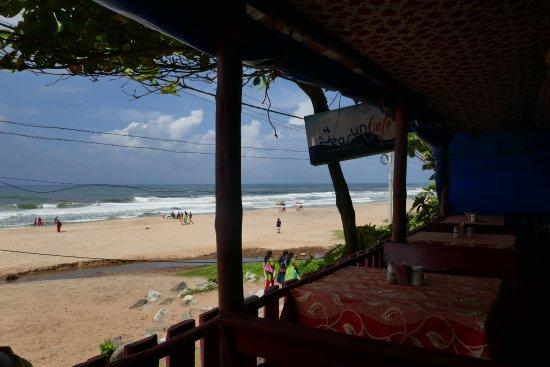 Villa Jacaranda: the nearest beach 5 minute walk away, we enjoyed this cafe a few times