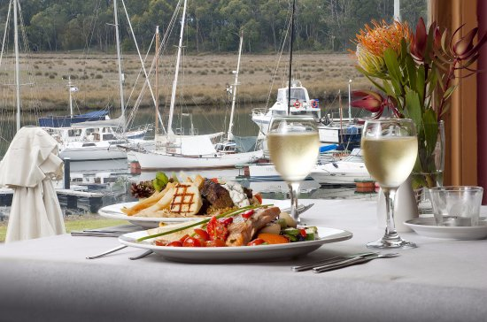 Port Huon, Australia: Fine dining with water views at the Sass restuarant and the Kermandie Waterfront Hotel