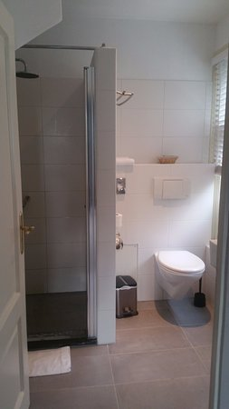 Abcoude, The Netherlands: Well equipped bathroom.