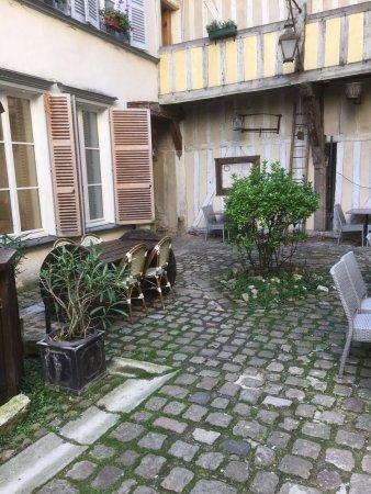 Restaurant aux tables des peintres dans troyes avec - Restaurant la table de francois troyes ...