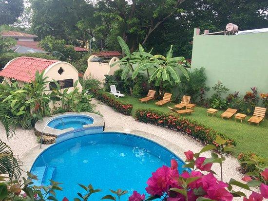Hotel Giada: Poolbereich u. Duschbad
