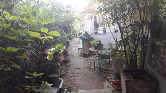 Logis Saint Leonard: Accesso Al Giardino
