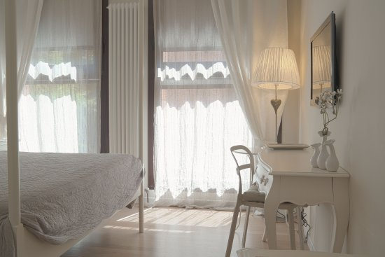 Camere Da Letto Matrimoniali Romantiche : Camera da letto country idee di design per la casa rustify