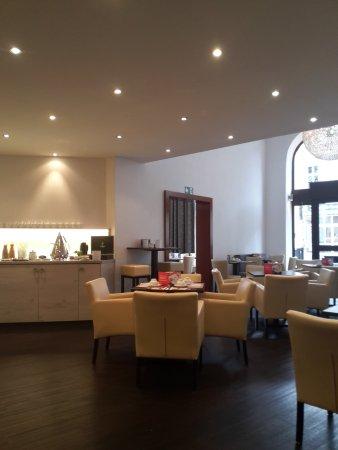 Hotel National: Frühstücksraum mit Buffet