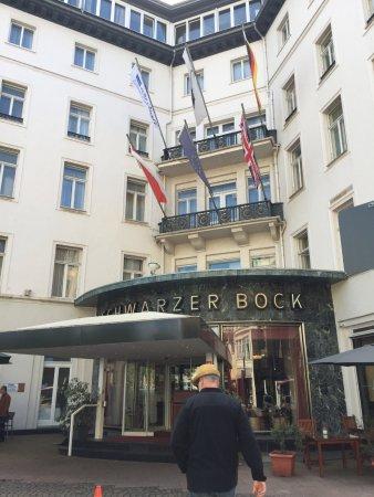 Radisson Blu Schwarzer Bock Hotel: Entrance.