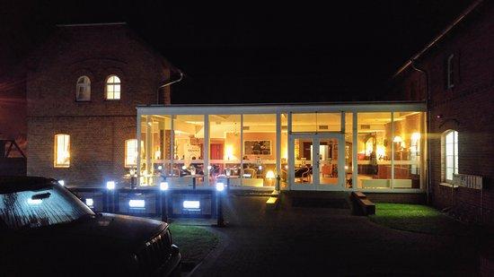 Hugo Hotel Business & SPA: Evening Falls