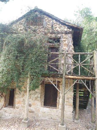Casa de la vieja en el jard n el capricho de madrid for Jardin historico el capricho paseo alameda de osuna 25