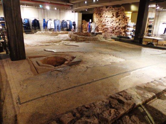 Via Mazzini: scavo nella benetton