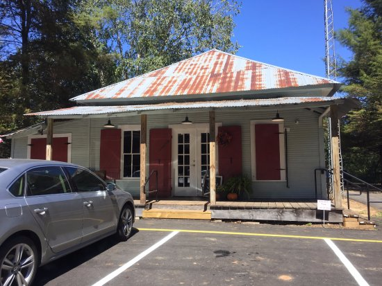 Natchitoches, LA: Outside the Cane River Commissary