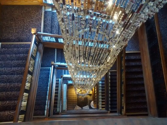 Grand Central Hotel: Chandelier and staircase