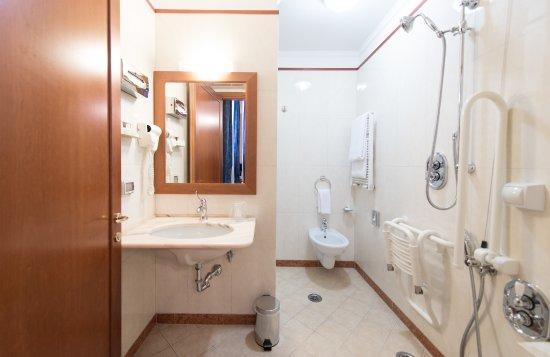 Diana Park Hotel : Bagno attrezzato per disabili