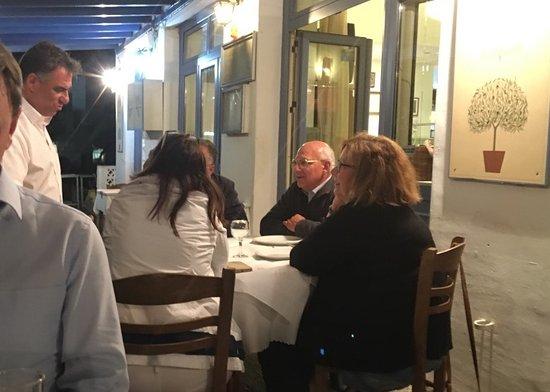 Λιβάδι, Ελλάδα: Lovely tables outside. Your charming host Manoli - to the left.