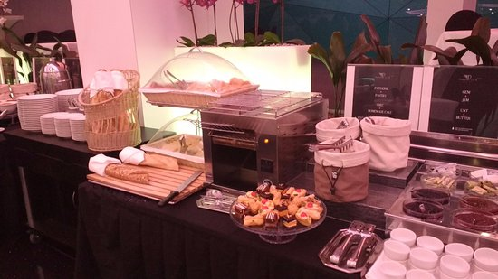 Plaza V & Plaza V Executive Hotel: Ontbijtbuffet