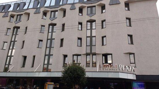 Plaza V & Plaza V Executive Hotel: De gevel