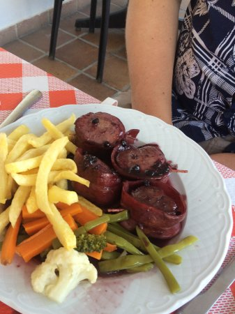 Comares, Spagna: Medallions in a berry sauce.
