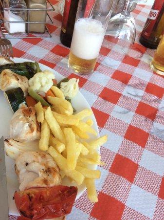 Comares, Spagna: Chicken kebab.