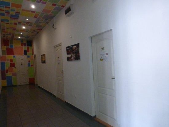 Budapest Budget Hostel: couloir accès aux chambres