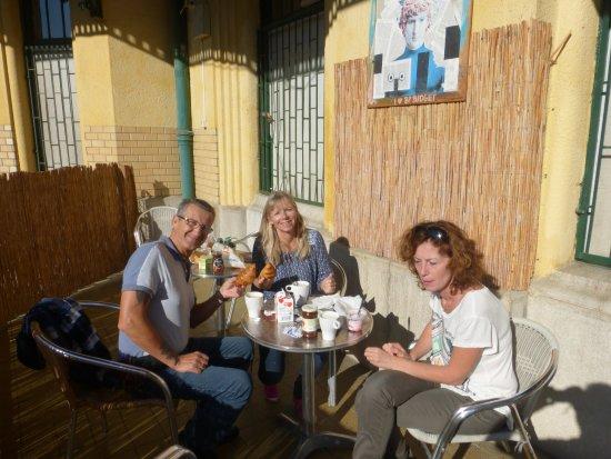 Budapest Budget Hostel: Terrasse sympa pour déjeuner ou se reposer au calme