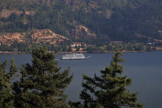 Westcliff Lodge: View from our balcony of Columbia River.