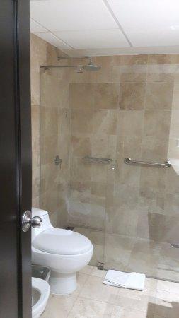 Sol de Oro Hotel & Suites: Bagno