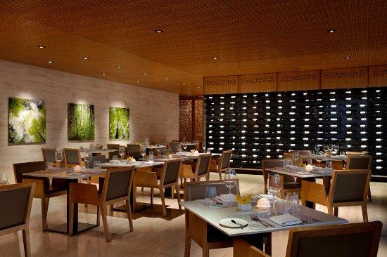 Shangri-La Hotel Toronto: Bosk Restaurant