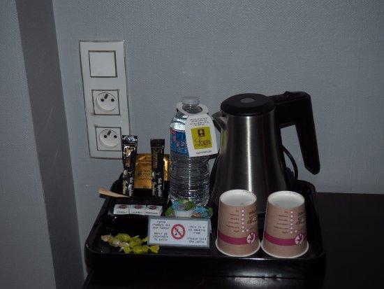 Hotel Le Charleston: Tea and Coffee making facilities