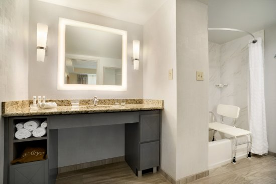 Homewood Suites Williamsburg: 1 Bedroom King Suite Handicap Accessible