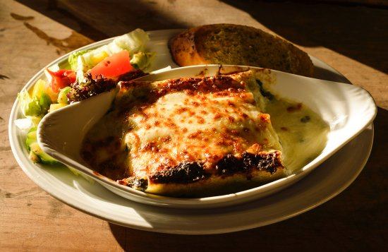 Hawthorns Hotel, Bar and Restaurant: Delicious vegetarian cannelloni at Hawthorns Bar & Restaurant in Glastonbury