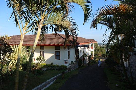 Kongregasi Santa Maria Berdukacita: Het hele complex ligt in een mooie tuin,