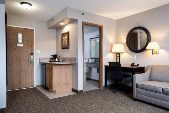 Heartland Inn - Coralville: King Deluxe with Kitchenette