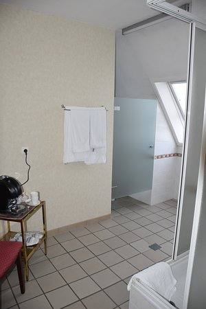 Hotel Ambiotel: Koffiezet in de badkamer ....