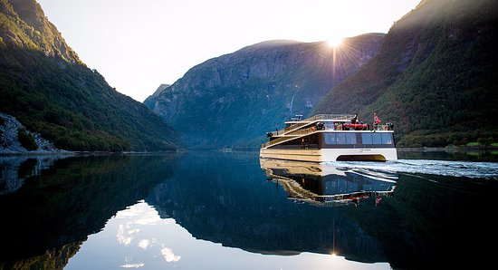 World Heritage Cruise Naeroyfjord