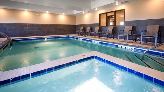 Fort Morgan, CO: Unwind from the long day in our indoor pool and hot tub.