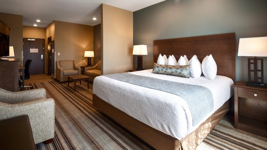 Fort Morgan, CO: Our King Executive Suite is perfect for productivity on the road and a relaxing night's sleep.