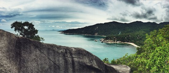 Haad Yuan Beach: The scenery from the view point above why nam beach