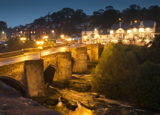 Royal Hotel: Llangollen Bridge